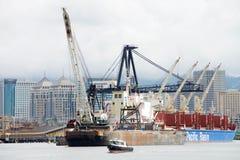 Εκβάθυνση στο λιμένα του εσωτερικού λιμανιού του Όουκλαντ Στοκ εικόνες με δικαίωμα ελεύθερης χρήσης