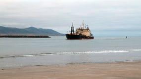Εκβάθυνση του σκάφους στο λιμάνι κόλπων Morro στην κεντρική ακτή Καλιφόρνιας Στοκ φωτογραφία με δικαίωμα ελεύθερης χρήσης