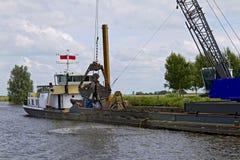 εκβαθύνοντας ρηχά νερά Στοκ εικόνες με δικαίωμα ελεύθερης χρήσης