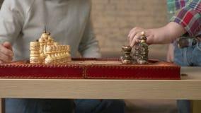 Εκθέστε τα κομμάτια στη σκακιέρα κλείστε επάνω 60 fps απόθεμα βίντεο