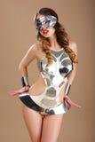 Εκκεντρική γυναίκα στην κοσμικά μάσκα και το κοστούμι Cyber στοκ εικόνα