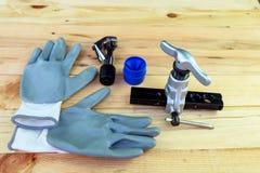 Εκκεντρική καύση και γάντια κώνων που χρησιμοποιούνται στην επισκευή του αέρα Στοκ φωτογραφία με δικαίωμα ελεύθερης χρήσης