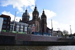 Εκκλησία Άγιου Βασίλη - Basiliek van de Heilige Nicolaas σε Prins Hendrikkade στο Άμστερνταμ, Ολλανδία, Κάτω Χώρες στοκ εικόνα