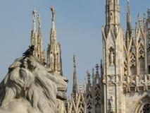Εκκλησία καθεδρικών ναών του Μιλάνου που στέκεται υπερήφανη Piazza del Duomo στο Μιλάνο, Λομβαρδία, Ιταλία το Φεβρουάριο του 2018 στοκ εικόνες