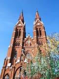 Εκκλησία και δέντρο αυγών Πάσχας στην πόλη Sveksna, Λιθουανία Στοκ εικόνες με δικαίωμα ελεύθερης χρήσης