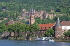 Εκκλησία και κάστρο της Χαϋδελβέργης στοκ φωτογραφία με δικαίωμα ελεύθερης χρήσης