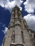 Εκκλησία και μπλε ουρανός του Matthias στη Βουδαπέστη Στοκ Φωτογραφίες
