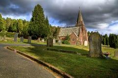 εκκλησία νεκροταφείων Στοκ φωτογραφία με δικαίωμα ελεύθερης χρήσης
