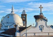 Εκκλησία πόλεων Olhao στην Πορτογαλία το βράδυ με το ηλιοβασίλεμα στοκ εικόνα