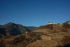 Εκκλησία στη βουνοπλαγιά στοκ φωτογραφίες