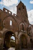 Εκκλησία στις καταστροφές μετά από τη βομβιστική επίθεση στο Δεύτερο Παγκόσμιο Πόλεμο στοκ εικόνα με δικαίωμα ελεύθερης χρήσης