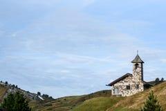 Εκκλησία στους δολομίτες Στοκ φωτογραφία με δικαίωμα ελεύθερης χρήσης