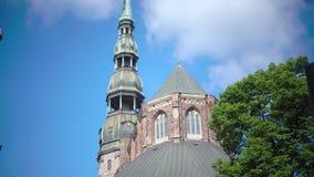 Εκκλησία της Λετονίας, Ρήγα Άγιος Peter ` s στην ηλιόλουστη θερινή ημέρα απόθεμα βίντεο