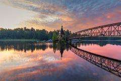 Εκκλησία του Andrew στον ποταμό Vuoksa Όμορφη θερινή ανατολή Λένινγκραντ Oblast, Ρωσία στοκ φωτογραφία με δικαίωμα ελεύθερης χρήσης
