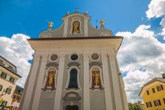 Εκκλησία του SAN Michele στο ιστορικό κέντρο της πόλης SAN Candido, Alto Adige στοκ εικόνες