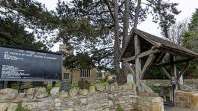 Εκκλησία του ST Peter και του ST Paul ` s - πύλη Lich πινάκων Στοκ Φωτογραφίες