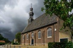 Εκκλησία Ottoland, οι Κάτω Χώρες, ενάντια στον γκρίζο νεφελώδη ουρανό στοκ φωτογραφίες με δικαίωμα ελεύθερης χρήσης