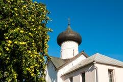 Εκκλησία Simeon ο δέκτης Θεών σε Veliky Novgorod, Ρωσία - τοπίο αρχιτεκτονικής στοκ εικόνες