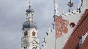 Εκκλησίες και σπίτια παλαιά Ρήγα, μια πόλη στη Λετονία φιλμ μικρού μήκους