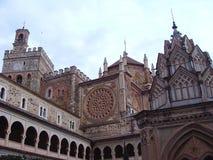 Εκκλησίες του βασιλικού μοναστηριού της Σάντα Μαρία του Guadalupe στο Guadalupe Ισπανία στοκ εικόνα με δικαίωμα ελεύθερης χρήσης