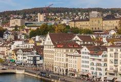 εκκλησιών πόλεων εικονικής παράστασης πόλης ρολογιών προσώπου μεγαλύτερος κόσμος Ζυρίχη πύργων Peter s ST ελβετικός Στοκ Φωτογραφία