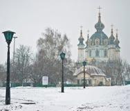 Εκκλησία Αγίου Andrew στην κορυφή της καθόδου Andriyivskyy μέσα Στοκ Εικόνες