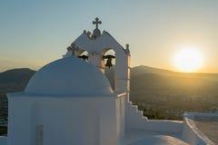 Εκκλησία Αγίου Antony στο νησί Paros ενάντια στον ήλιο Στοκ Φωτογραφίες