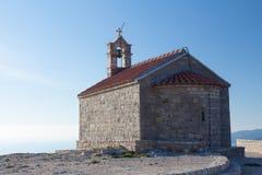 Εκκλησία Αγίου Sava στο νησί Sveti Stefan Στοκ Φωτογραφίες