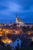 Εκκλησία Αγίου Vitus σε Cesky Krumlov το βράδυ Στοκ φωτογραφία με δικαίωμα ελεύθερης χρήσης