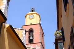 Εκκλησία Γαλλία πύργων κουδουνιών Άγιος-Tropez Provencal στοκ φωτογραφία