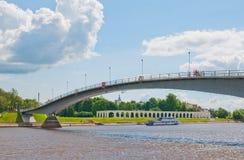 εκκλησία δημοπρασίας υπόθεσης novgorod veliky Ρωσία Για τους πεζούς γέφυρα Στοκ εικόνα με δικαίωμα ελεύθερης χρήσης
