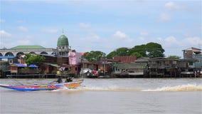 Εκκλησία Ισλάμ στην προκυμαία Chao Phraya απόθεμα βίντεο