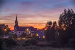 Εκκλησία Καθολικών καρδιών του Ιησού το βράδυ στο σεληνόφωτο Στοκ εικόνες με δικαίωμα ελεύθερης χρήσης