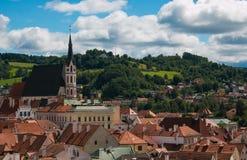 Εκκλησία και εικονική παράσταση πόλης Cesky Krumlov, Τσεχία Αγίου Vitus καλοκαίρι ημέρας ηλιόλουστο Στοκ φωτογραφίες με δικαίωμα ελεύθερης χρήσης
