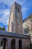 Εκκλησία και μπλε νεφελώδης ουρανός Στοκ φωτογραφία με δικαίωμα ελεύθερης χρήσης