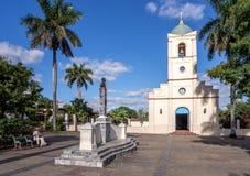 Εκκλησία και τετράγωνο Vinales Στοκ φωτογραφία με δικαίωμα ελεύθερης χρήσης