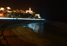 Εκκλησία κοντά σε μια παραλία τη νύχτα Στοκ εικόνα με δικαίωμα ελεύθερης χρήσης