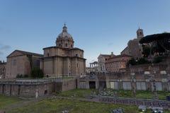 Εκκλησία κοντά στους λόγους του ρωμαϊκού φόρουμ Στοκ Φωτογραφίες