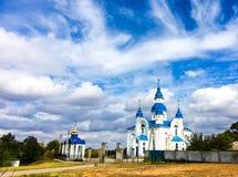 Εκκλησία με τους μπλε θόλους Στοκ φωτογραφία με δικαίωμα ελεύθερης χρήσης