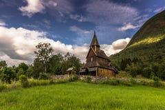 Εκκλησία σανίδων Urnes στην αγριότητα, Νορβηγία Στοκ Φωτογραφίες