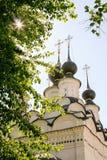 Εκκλησία στην εμπορική περιοχή Στοκ Εικόνα