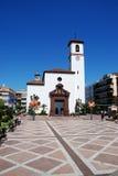 Εκκλησία στη πλατεία της πόλης, Fuengirola Στοκ φωτογραφία με δικαίωμα ελεύθερης χρήσης