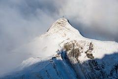 Εκκλησία στο βουνό χιονιού Στοκ Φωτογραφίες