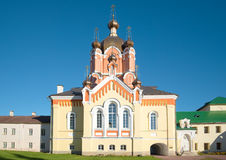 Εκκλησία της ανέγερσης του τίμιου σταυρού Λόρδου ` s στο μοναστήρι Tikhvin Uspensky Tikhvin, Ρωσία στοκ φωτογραφία
