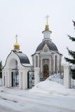 Εκκλησία της ευλογημένης Virgin Mary με έναν φράκτη Στοκ φωτογραφία με δικαίωμα ελεύθερης χρήσης