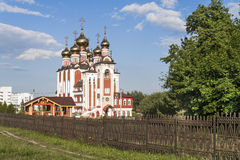 Εκκλησία της νέας ρωσικής πόλης μαρτύρων και ομολογητών Cheboksary, Chuvash Δημοκρατία 05/04/2016 Στοκ εικόνες με δικαίωμα ελεύθερης χρήσης