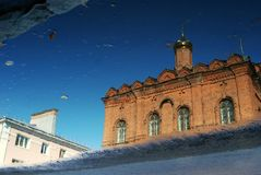 Εκκλησία της Tolga Icon της μητέρας του Θεού αφηρημένο ύδωρ αντανάκλαση& Στοκ φωτογραφία με δικαίωμα ελεύθερης χρήσης