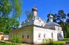 Εκκλησία του αρχαγγέλου Michael το Arkhangelskoe κάνετε το σημάδι της Ρωσίας περιοχών της Μόσχας σκέφτεται τι εσείς Στοκ Εικόνες
