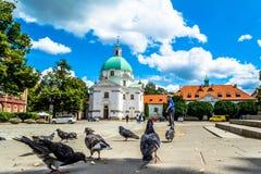 Εκκλησία του ιερού Casimir στη Βαρσοβία Ηλιόλουστη θερινή ημέρα με έναν μπλε ουρανό Στοκ Εικόνες