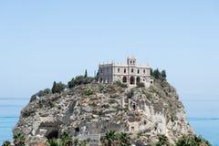 Εκκλησία του dell'Isola της Σάντα Μαρία, Tropea, Ιταλία Στοκ Φωτογραφίες